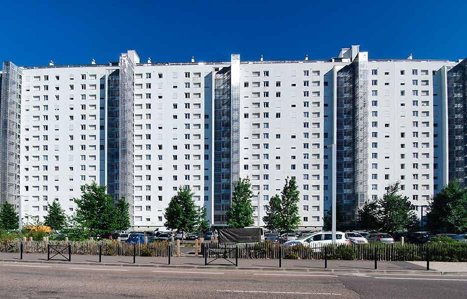 逆轉人生中,黑人男主角住的住宅類型:HLM
